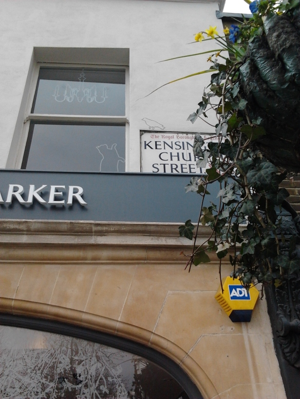 Sign Motif in the moment Notting hill Nick Garrett signwriter west end central London