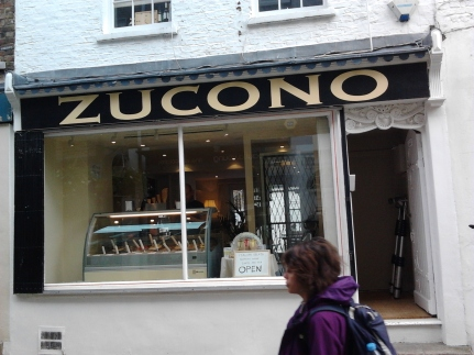 Traditional London shop signwriter Nick Garrett